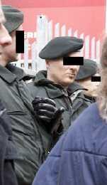 quarzhandschuhe polizei - Linken-Politikerin bei Demo in Essen verletzt