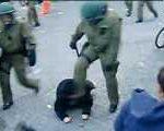 Skandalvideo: Polizisten-Tritt ins Gesicht