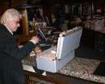 gelduebergabe 150x120 - Hartz IV Betroffene besetzen Maritim Hotel