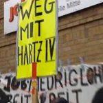 Protest gegen Hartz IV vor Bremer Jobcenter