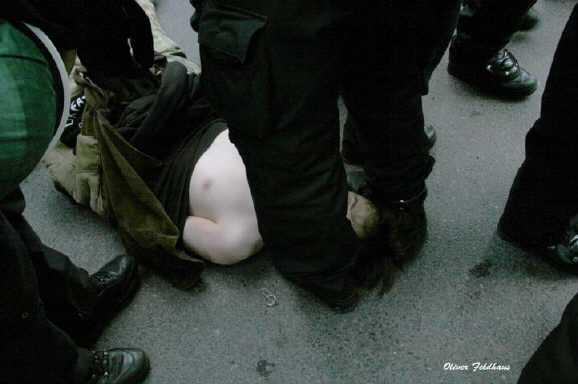 demo berlin bewusstlos - Polizeiübergriff auf Demo gegen Zwangsumzüge