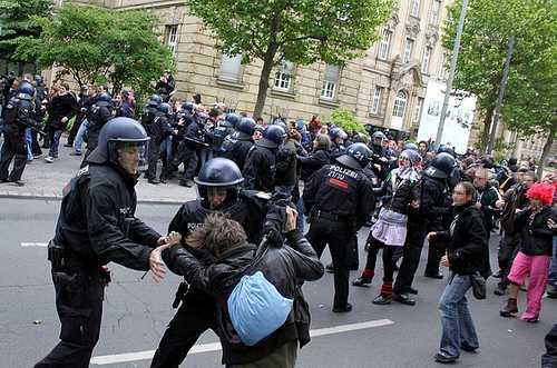blockupy frankfurt - Getreten, geprügelt und mit Giftgas bekämpft