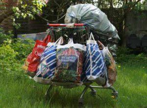 flaschensammeln 300x221 - Jobcenter verweigerte Hartz IV-Zahlung wegen Pfandflaschen sammeln