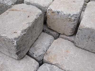 pflastersteine - Hartz IV: Ältere Dame sollte Straße pflastern