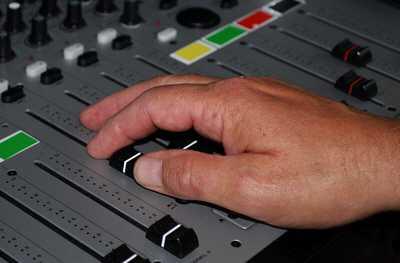 radiobericht - Hartz IV Behörde will kritischen Bericht verbieten
