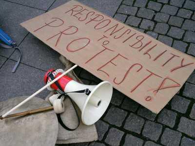 proteste jobcenter - Polizei hebt Anti-Hartz IV- Demoverbot auf