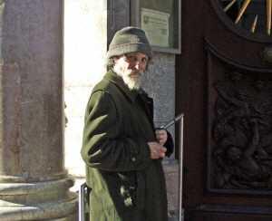 232363 web r by viktor schwabenland pixelio.de - Gelbe Dreiecke für Obdachlose