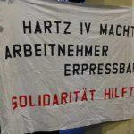 protest aufrecht stehen 150x150 - Arbeitslose haben von Hartz IV die Nase voll