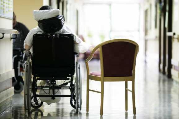 altenhilfe pflege - Schwerbehinderte sollte selbst Pflegerin werden