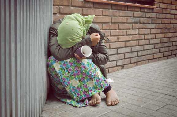 obdachlosigkeit - Armut: Wohnungslose Frau erfroren