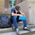 schueler traurig 150x150 - Schüler dürfen sich bei Hartz IV nicht verbessern