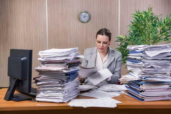 behoerden mitarbeiterin - Hartz IV: Die täglichen Jobcenter-Spielchen