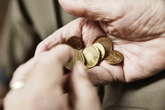 armut eu - EU-Kommission: Regierung treibt Menschen in Armut