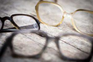 brille kosten 300x200 - Sozialhilfe muss Brillenreparatur bezahlen