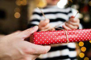 kindergeld weihnachtsgeld 300x199 - Weihnachten und Hartz IV: Gibt es eine Weihnachtsbeihilfe? Was ist mit Geldgeschenken?