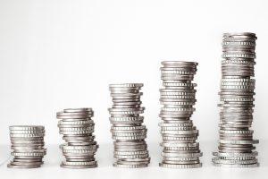Geld 300x200 - Statt Hartz IV Hilfen: Bundesagentur für Arbeit muss hohe Negativzinsen zahlen