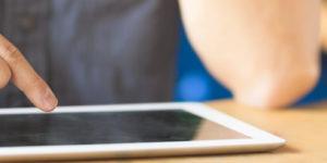 ipad jobcenter 300x150 - Hartz IV: Schülerin hat Anspruch auf ein iPad