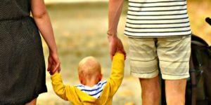 Jobcenter bedroht Hartz IV Eltern mit Kindesentzug