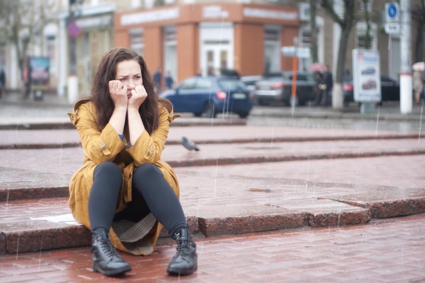 Frau ist traurig