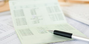 Urteil: Basiskonten für Hartz IV-Bezieher dürfen nicht zu teuer sein