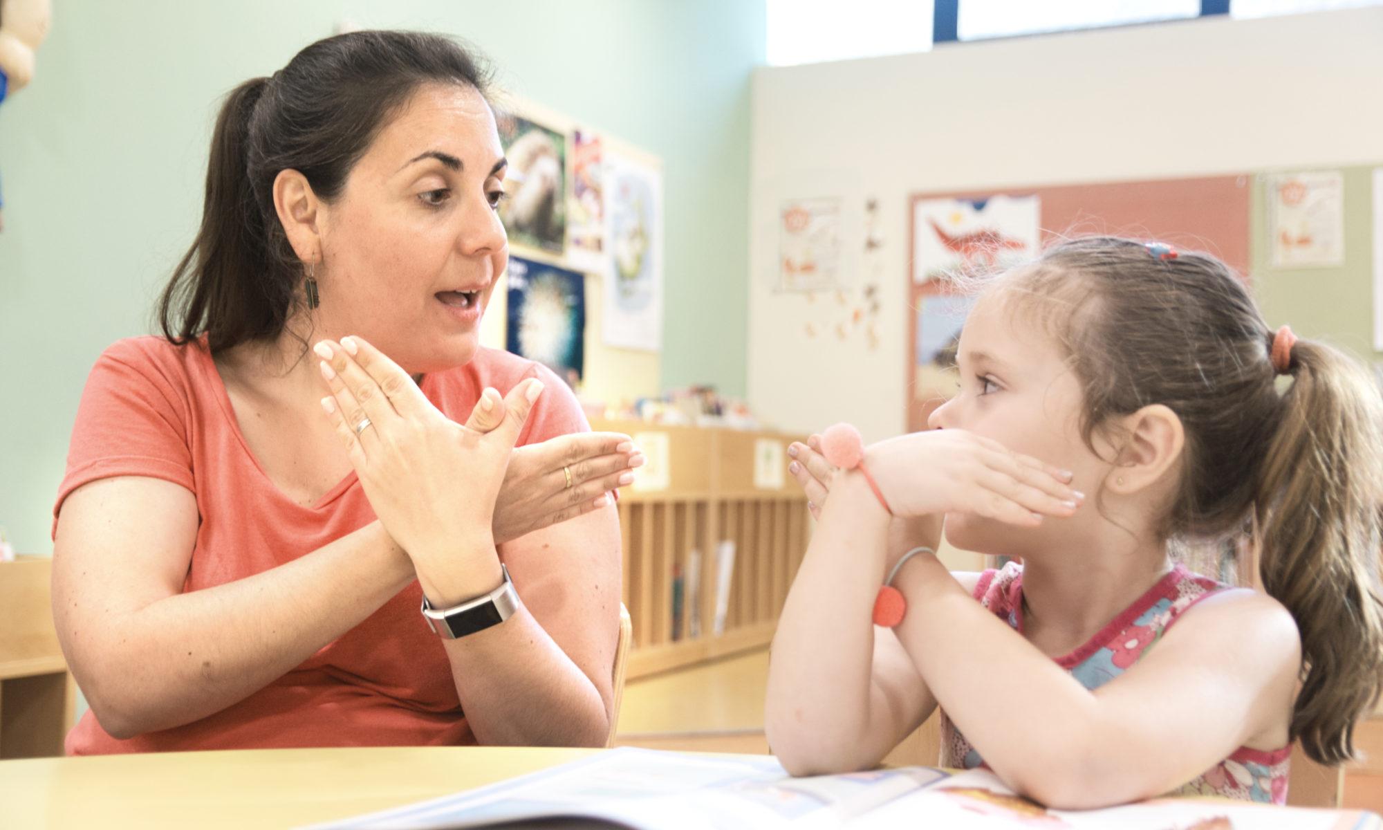 AdobeStock 276104136 2000x1200 - Sozialhilfe: Anrecht auf Hörurlaub und Gebärdensprachkurs trotz Cochlea-Implantat