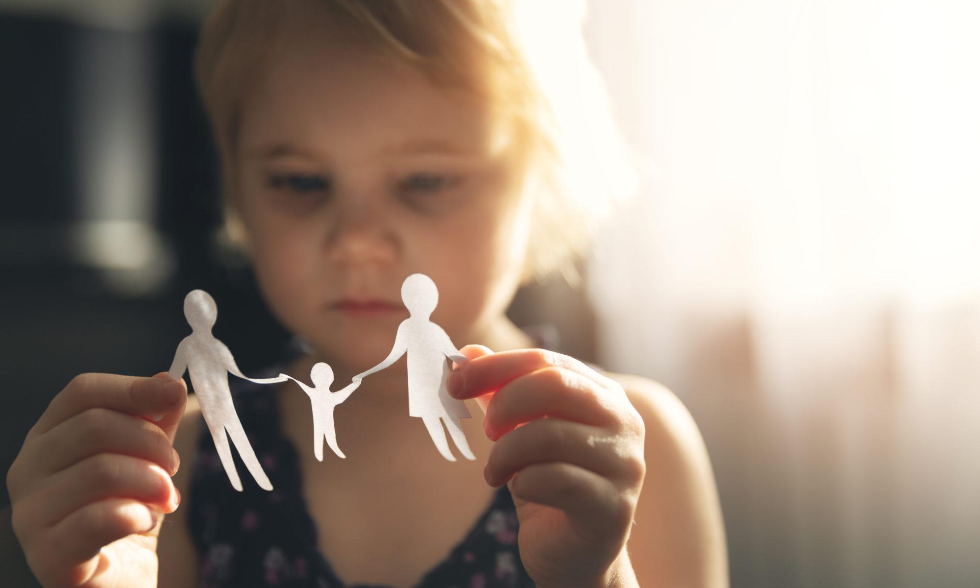 AdobeStock 330330289 2000x1200 - Alleinerziehende und ihre Kinder massiv von Armut und Hartz IV betroffen