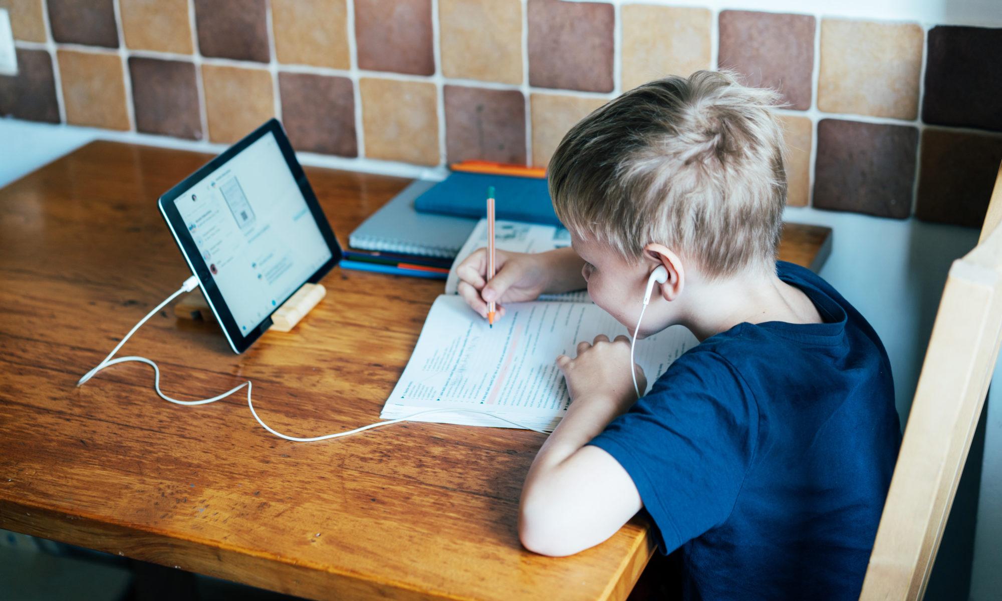 AdobeStock 334561276 2000x1200 - Hartz IV: Jetzt Antrag für digitale Endgeräte stellen