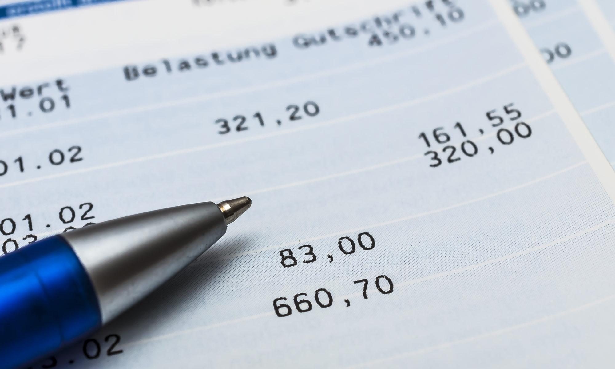 AdobeStock 271195082 2000x1200 - Geld zurück: Banken müssen Kontogebühren erstatten