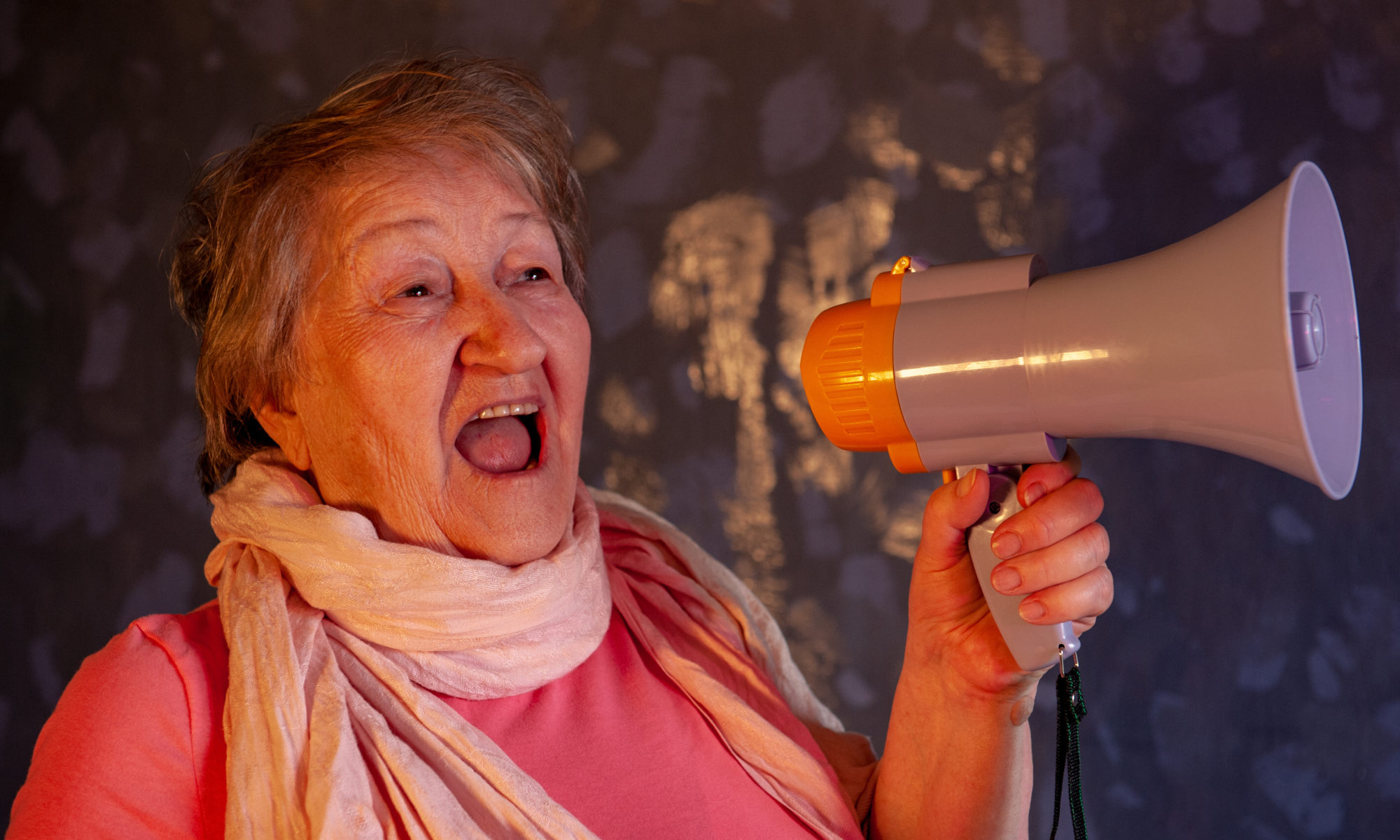 AdobeStock 267382343 2000x1200 - Rentner protestiert für menschenwürdige Grundsicherung im Alter
