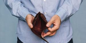 Hartz IV: Jobcenter zahlte Leistungen als Scheck, den Betroffener nicht einlösen konnte